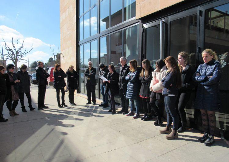 Aturades davant dels centres de treball en suport als presos el dia de l'inici del judici del procés