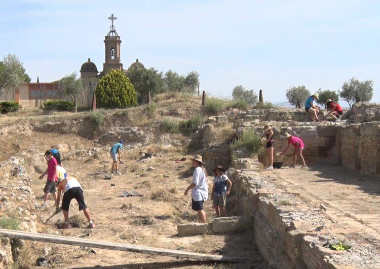 """El Castell Formós acull una vintena de joves arqueòlegs amb els tallers """"Cota Zero"""""""