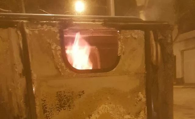 Cremen tres contenidors a Balaguer durant la nit