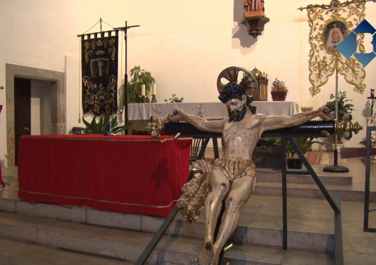 La Confraria de Setmana Santa de Balaguer presenta el crist crucificat barroc durant el Pregó d'aquest dissabte