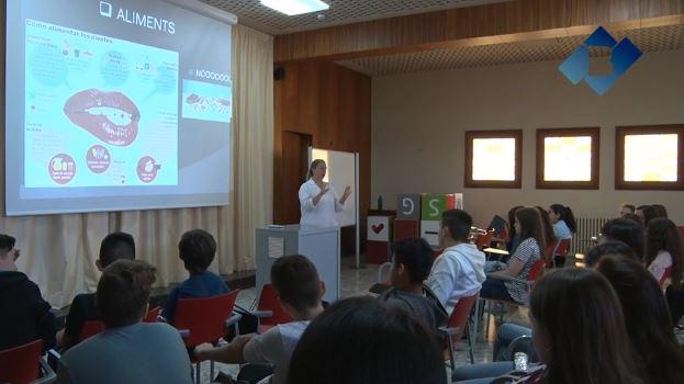 Taller 'Cuidem el Somriure' de la Clínica Dental Balaguer a l'escola Vedruna