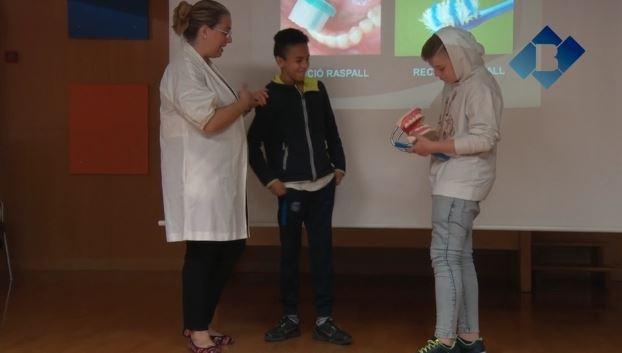 Taller 'Cuidem el Somriure' de la Clínica Dental Balaguer a l'INS Ciutat de Balaguer