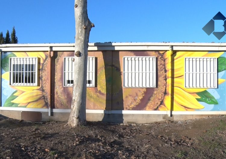 L'Escola d'Adults renova la seva imatge amb pintures urbanes
