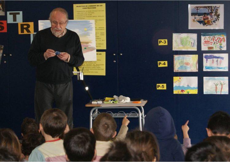 L'escola Mont-roig rep la visita de l'artista Joaquín Ureña