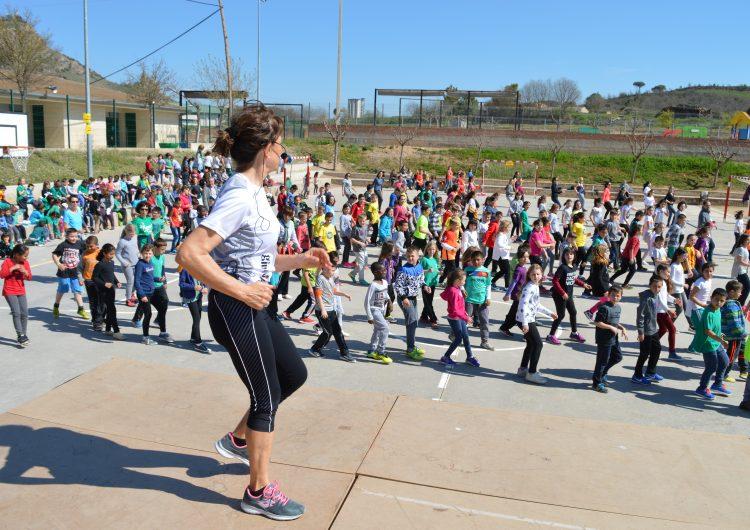 L'Escola Els Planells d'Artesa de Segre celebra el Dia Mundial de l'Activitat Física amb coreografies