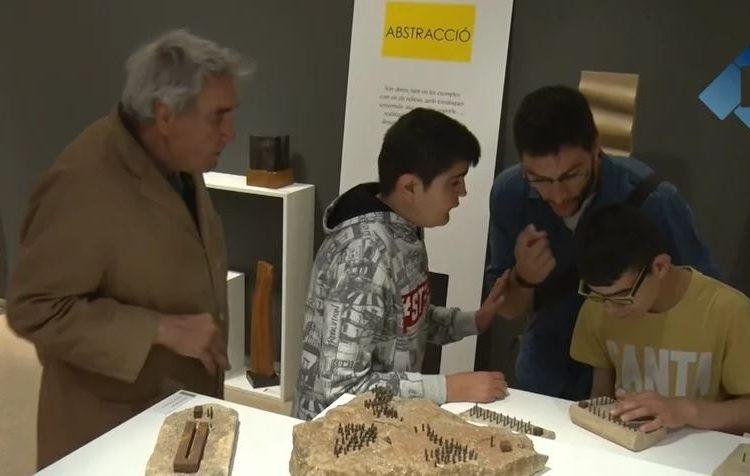 Taller didàctic de l'escultor Antoni Boleda als alumnes de l'escola l'Estel