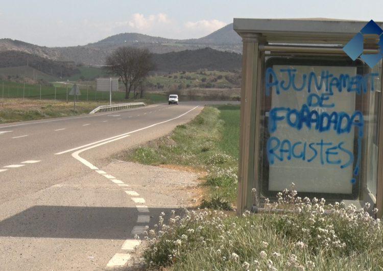 """L'Ajuntament de Foradada denuncia les pintades aparegudes al municipi en què l'acusen de """"racista"""""""
