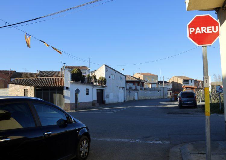 """Arrenquen de matinada les senyals de """"Pareu"""", llaços grocs i estelades a Torrelameu"""