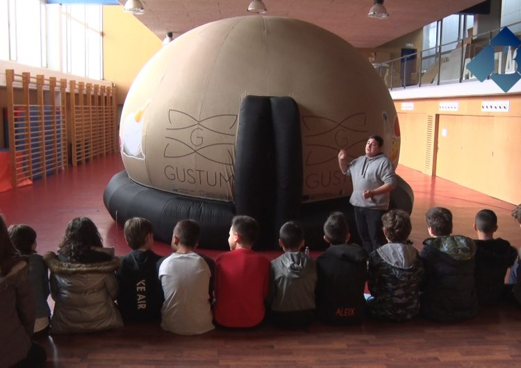 Els escolars de Balaguer visiten la Cúpula Gustum