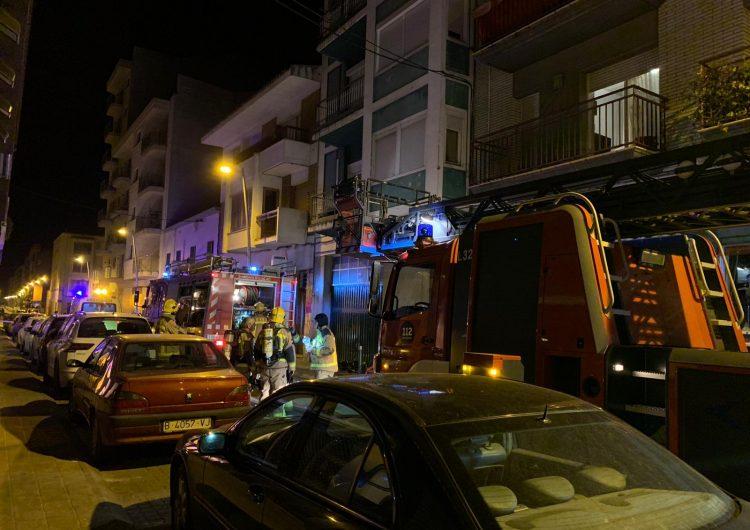 Tres intoxicats i una vintena de desallotjats en l'incendi d'un habitatge a Balaguer