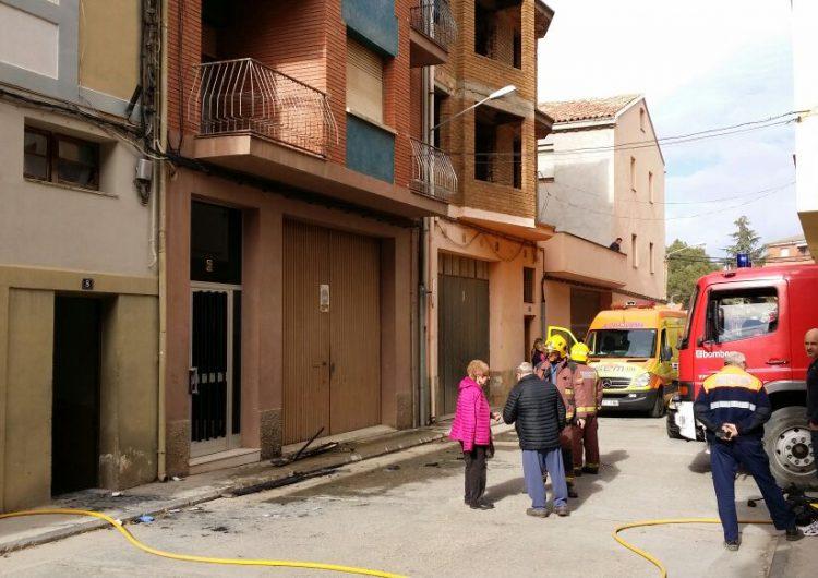 Set evacuats per un incendi en un quadre de comptadors a Artesa de Segre