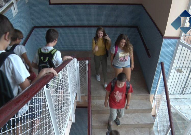 S'inicia el curs escolar als instituts amb un nou sistema d'avaluació