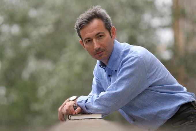 El filòleg Josep Ballester guanya el 35è Premi d'assaig Josep Vallverdú amb 'Atles d'aigua i pedra'