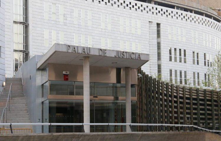Demanen vuit anys de presó per a tres acusats d'estafar més de 200.000 euros a un empresari de Balaguer
