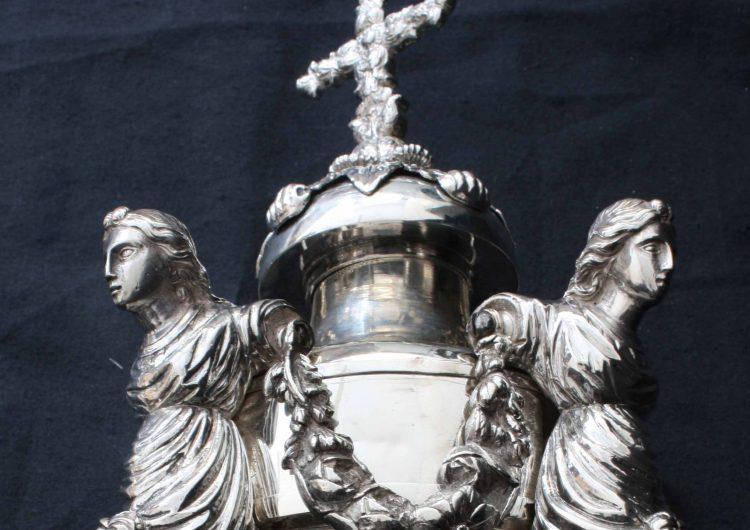 El Museu de la Noguera divulga l'origen de les maces de plata de l'ajuntament de Balaguer
