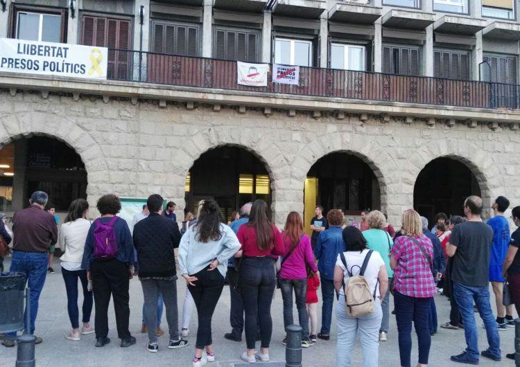 Concentració davant l'Ajuntament de Balaguer en rebuig a la sentència de 'La Manada'