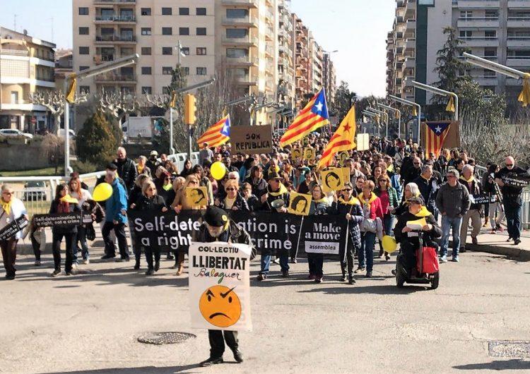 Multitudinària manifestació a Balaguer per reclamar la llibertat dels presos independentistes