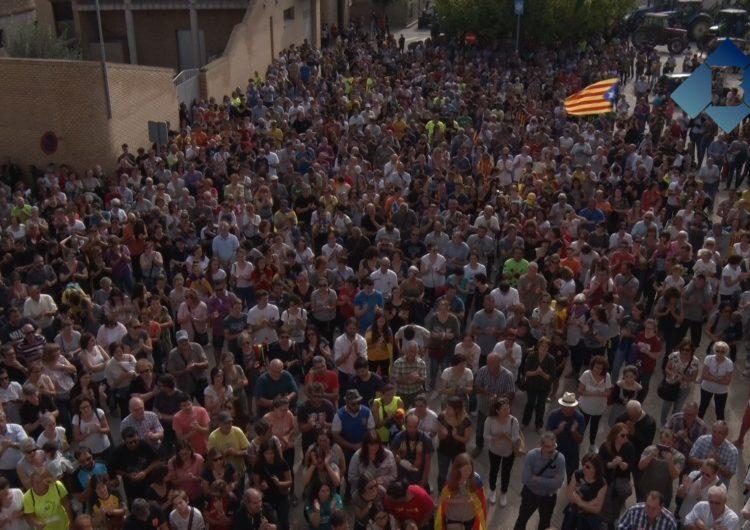 Centenars de persones es concentren a Menàrguens en rebuig a les càrregues policials de l'1-O