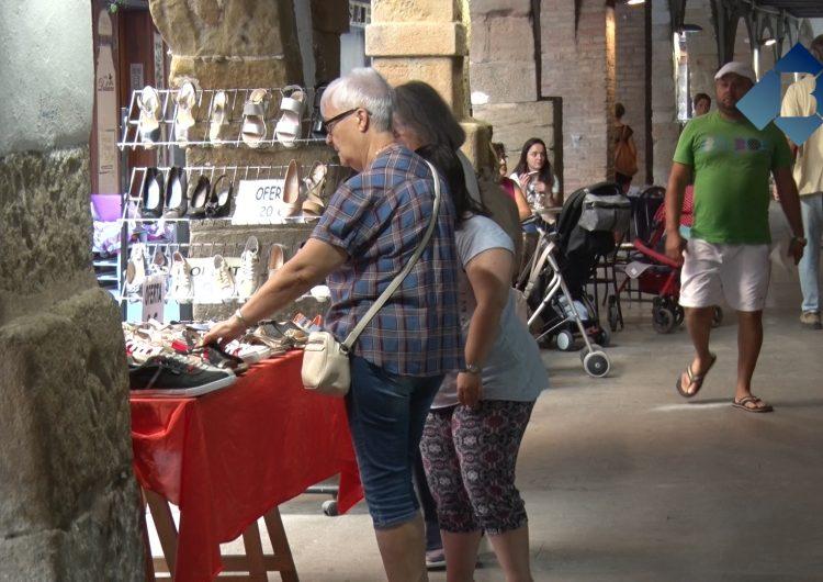 Els comerciants del centre històric celebren el mercat a la fresca dels dimecres