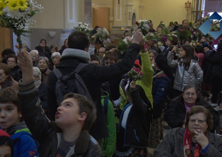 L'ofrena floral dona el tret de sortida a les Festes del Sant Crist