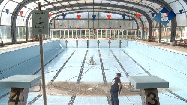 La piscina coberta de Balaguer en plena recuperació després de la tempesta de dilluns
