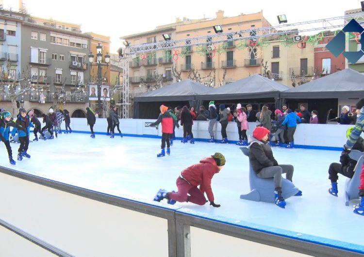 Els escolars de Balaguer inauguren la pista de gel
