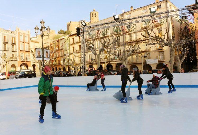 8.500 persones han gaudit de la pista de gel de Balaguer aquest Nadal