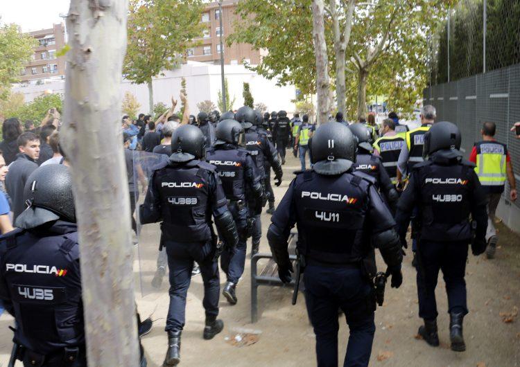 """Confirmen l'absolució a un policia espanyol acusat de ferir una dona l'1-O a Lleida perquè """"complia el seu deure"""""""