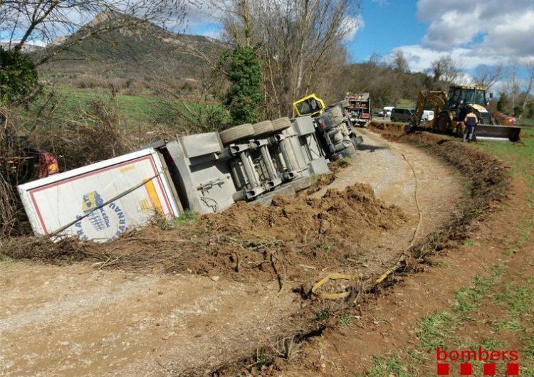 Bolca un camió amb més de 200 porcs a Vilanova de Meià