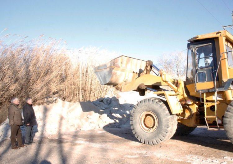 La Diputació dota els ajuntaments amb 2.300 tones de fundents per fer front a les gelades