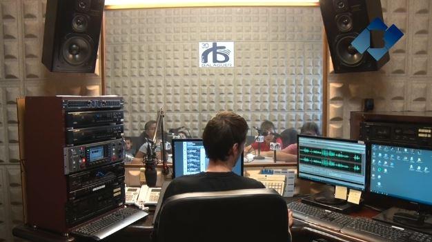 Els alumnes de l'Escola La Noguera donen el tret de sortida als tallers 'Ràdio a l'escola'