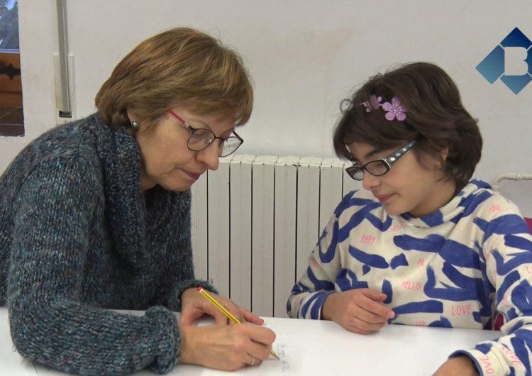 Torna el reforç educatiu de Càritas després de les vacances de Nadal