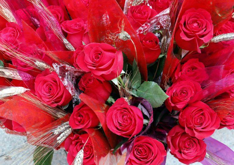 """Els floristes confien que la venda de roses acabi sent un """"èxit"""" tot i ser un Sant Jordi """"complicat"""""""