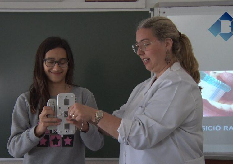 """La Clínica Dental Balaguer imparteix el taller """"Cuidem el Somriure"""" als alumes de 1r d'ESO de l'Escola Pia"""