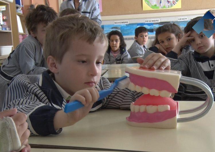 Taller 'Cuidem el somriure' de la Clínica Dental Balaguer a l'Escola Pia