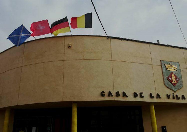 Torrelameu hissa les banderes de Suïssa, Escòcia, Alemanya i Bèlgica en senyal d'agraïment