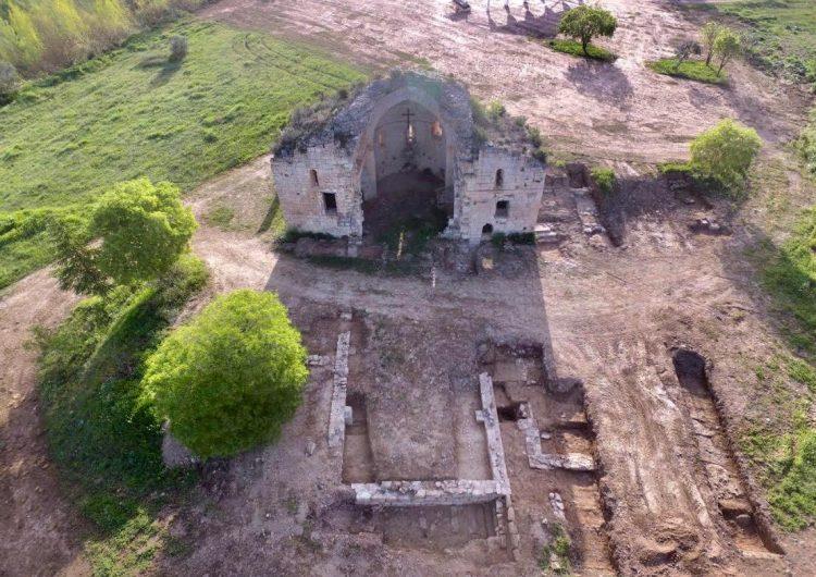 Excavacions arqueològiques a Os de Balaguer posen al descobert la planta d'una església i una possible vila romana
