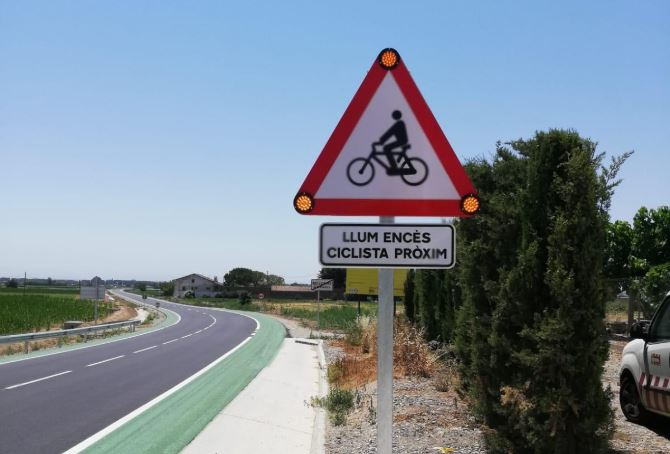 Inauguren una prova pilot de carril bici al voral de la nova carretera entre Linyola i Bellcaire