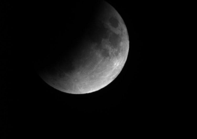 Així es va veure l'eclipsi parcial de lluna des del COU d'Àger