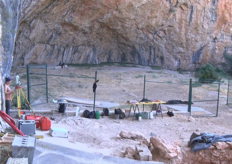 Els científics demanen protegir dels escaladors els grafismes de la Cova Gran de Santa Linya