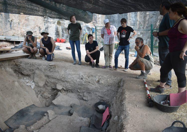 Identifiquen eines del període Azilià a la Cova Gran de Santa Linya
