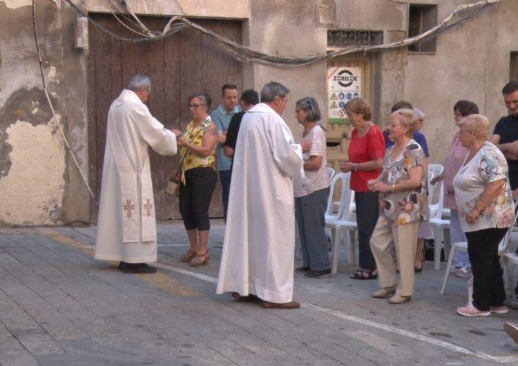 Els veïns del centre històric de Balaguer celebren la festa de Sant Salvador