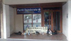 Els CDR llancen escombraries davant de seus d'ERC i del…