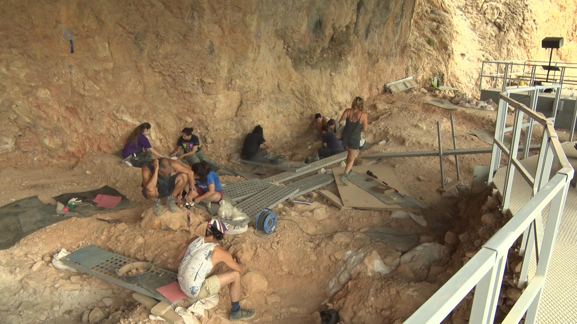 Noves troballes permeten avançar en la descoberta de la vida i l'entorn de la Roca dels Bous fa 50.000 anys.