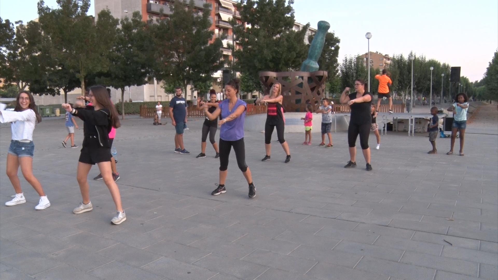 Èxit de les sessions de zumba gratuïtes de Balaguer
