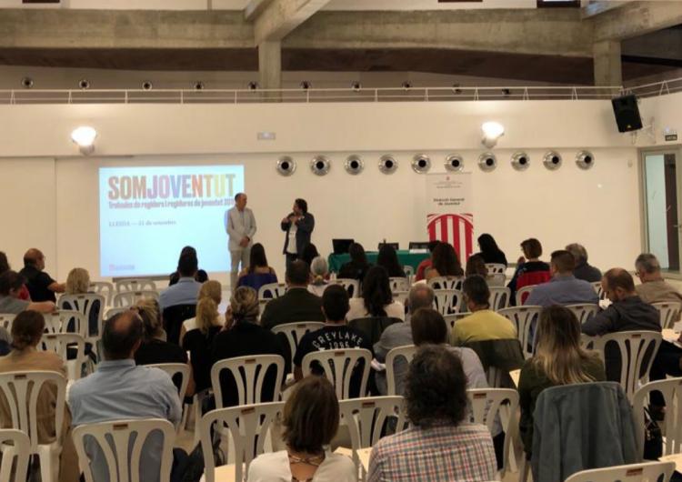 Cesc Poch reclama polítiques transformadores als nous regidors i consellers comarcals de joventut durant la seva visita a Balaguer