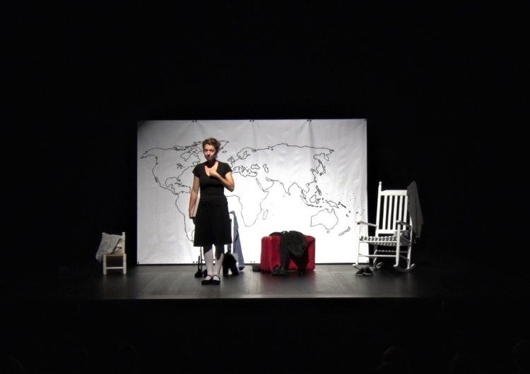 500 nens i nenes gaudeixen de l'espectacle infantil 'Hola, soc la Teresa: un viatge per la vida de Teresa Pàmies'