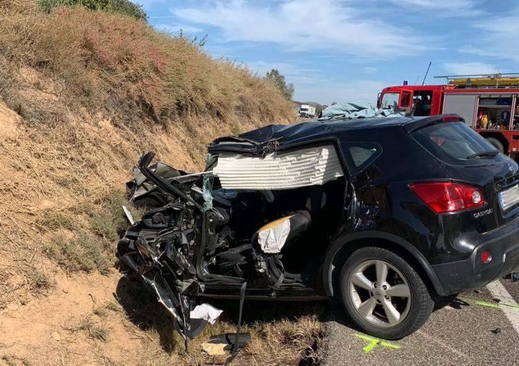 Dos morts i un ferit greu en un xoc frontal entre un cotxe i un camió a la C-26 a la Sentiu de Sió