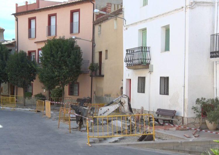 L'Ajuntament de Castelló de Farfanya realitza una actuació d'urgència a la plaça Major