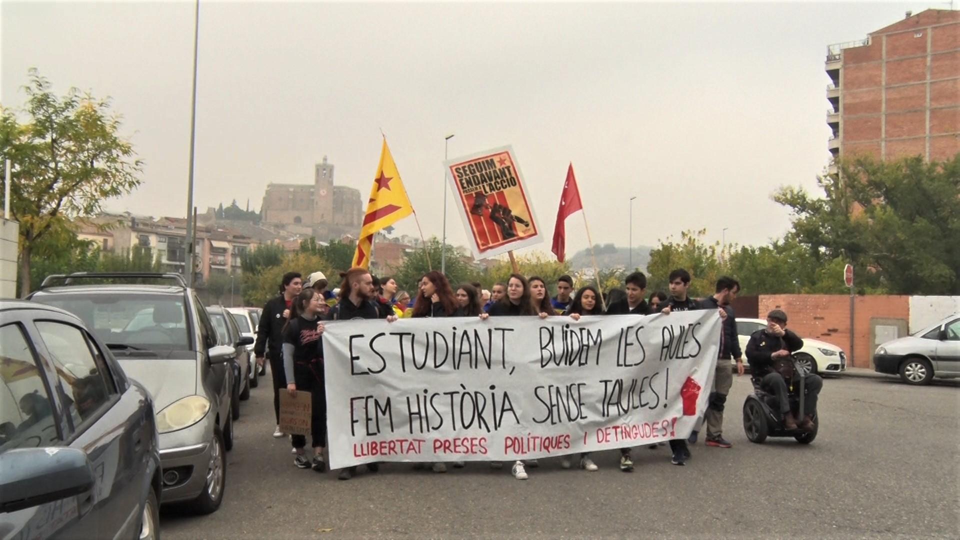 Estudiants de Balaguer es concentren en motiu de la vaga estudiantil